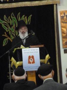 Rabbi Shaya Richmond, Rav K'hal Aitz Chaim, West Palm Beach, introducing the Agudas Yisroel Siyum Bava Metziah