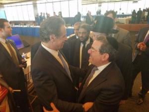 Shlomo Werdiger greets Governor Andrew Cuomo